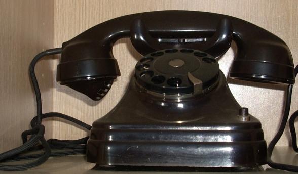 STC TELEPHONE 2724 - ANTWERP MODEL on